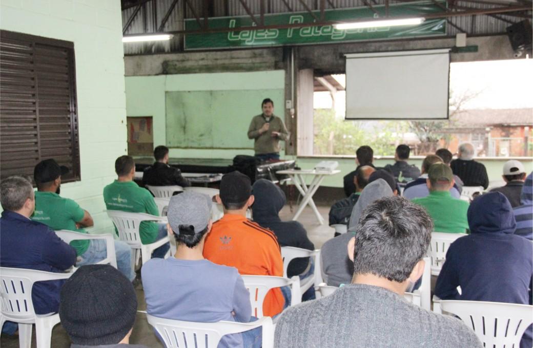 AGOSTO AZUL: Lajes Patagonia promove palestra de conscientização aos colaboradores
