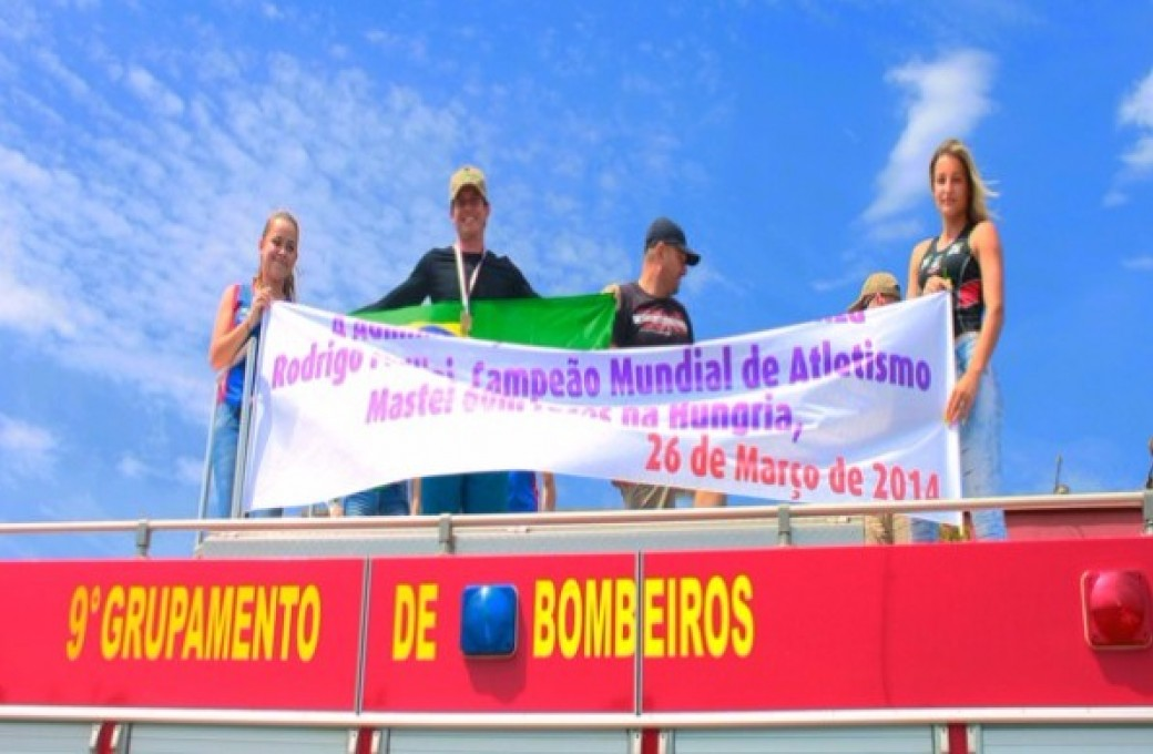 Atleta Medianeirense Rodrigo Fellini, patrocinado pela Lajes Patagonia, vence Campeonato Mundial Master Indoor de Atletismo em Budapeste, Hungria