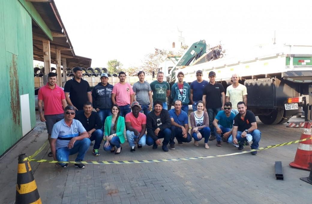 Cerca de 20 colaboradores da Lajes Patagonia passam por Curso de Operador de Munck