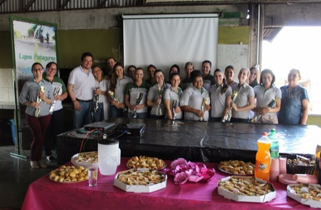 Colaboradoras da Lajes Patagonia participaram de palestra de prevenção ao câncer de mama