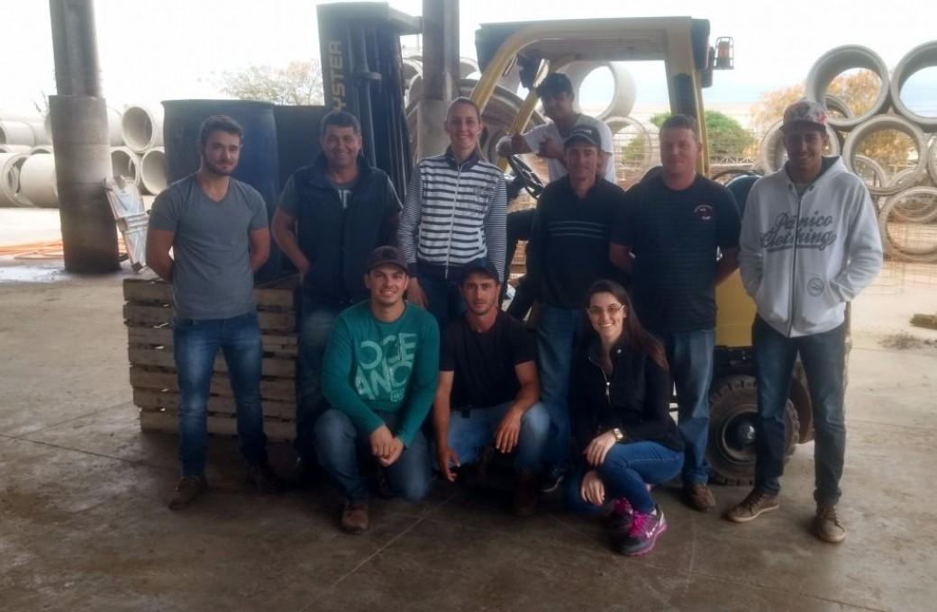 Colaboradores da Lajes Patagonia passam por treinamento de operador de empilhadeira