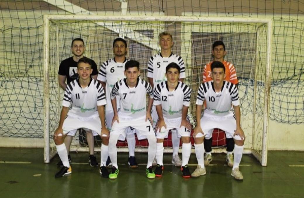 Lajes Patagonia apoia equipe esportiva de Medianeira