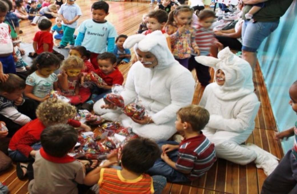 Lajes Patagonia proporciona Páscoa mais doce para as crianças do Centro Municipal de Educação Infantil Pequeno Príncipe