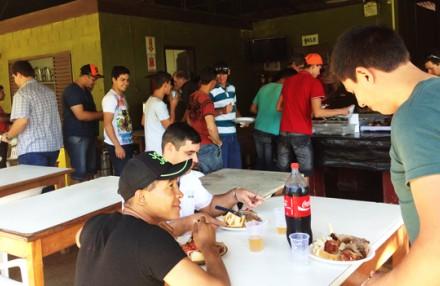 Colaboradores comemoram Dia do Trabalho com almoço Lajes Patagonia